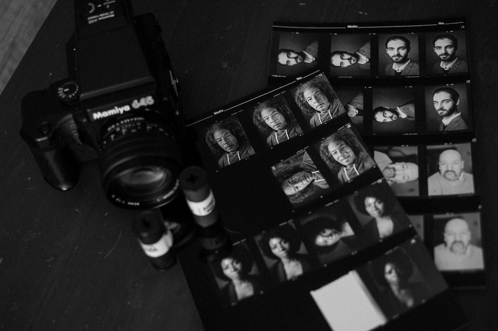 Kontaktabzug Film Analogfotografie Schwarzweißportraitfotografie Mamiya 645 Rollfilm 120 Fotostudio Dresden Schwarzweißportraitfotografie