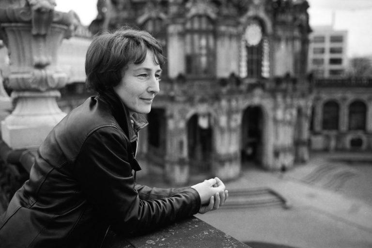 Outdoorportraitfotografie Dresden am Zwinger, Portrait Künstlerin