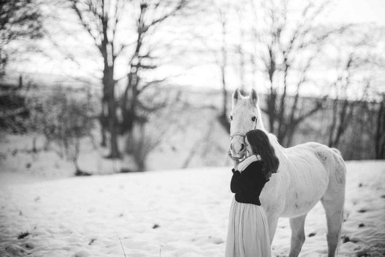Outdoorportrait Schnee Pferdeshooting,