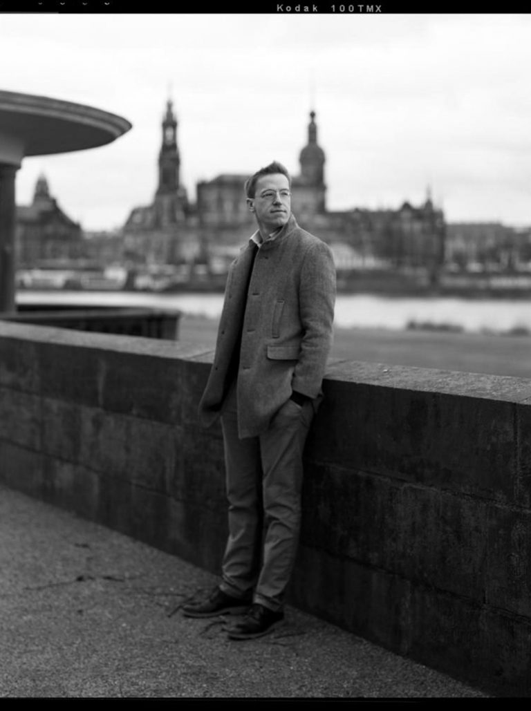Großformatfotografie Authentische Schwarzweissportraitfotografie Dresden Altstadt Analogfotografie Analogportraitfotografie