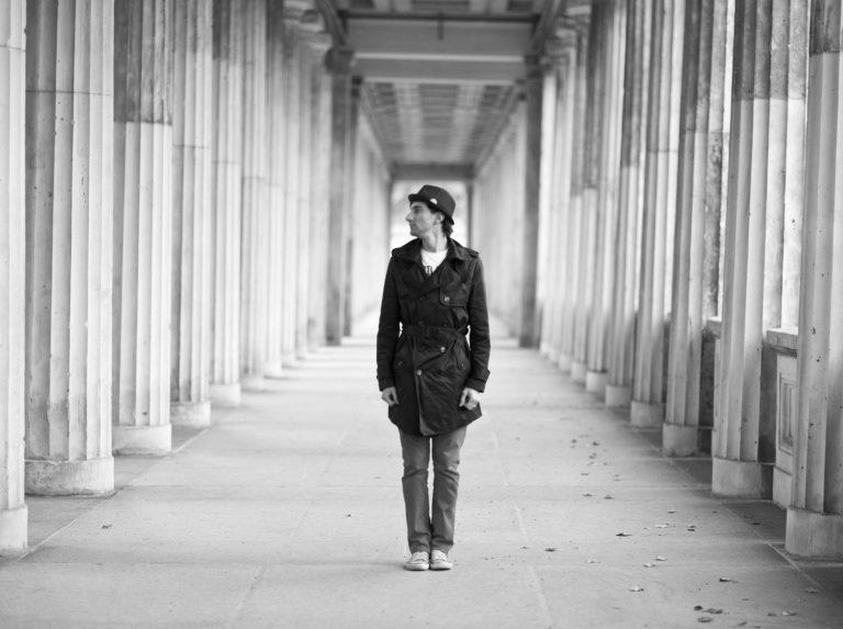 portraitfotografie, Davide Martello in Dresden, Berlin, Museumsinsel, Künstlerfotografie, Klavierspieler Dresden