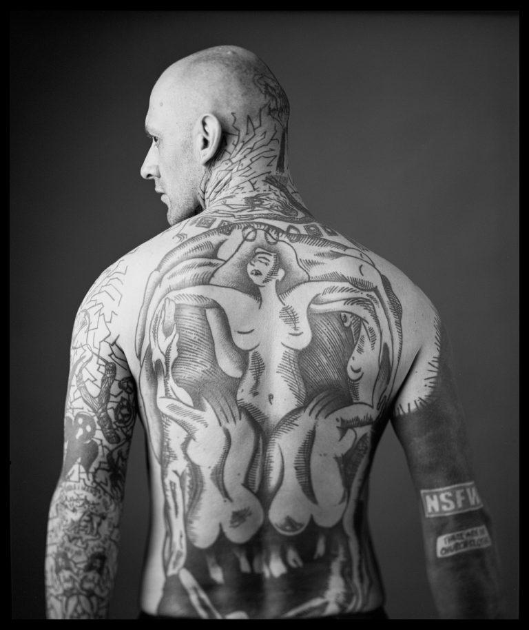 Sascha Billig - Tattookörper Analoge Portraitfotografie in Dresden, Fineartphotography, Rücken mit Tattoos